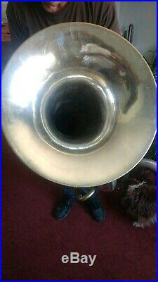 HOLTON TUBA F Tuba